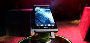 htc-one-front-angled[aa]