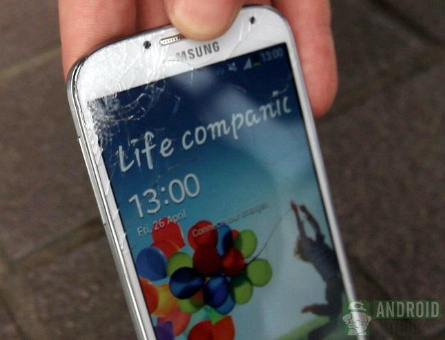 Samsung Galaxy S4 cracked