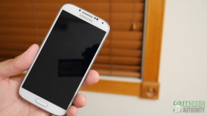 samsung galaxy s4 vs htc one s4 in hand aa