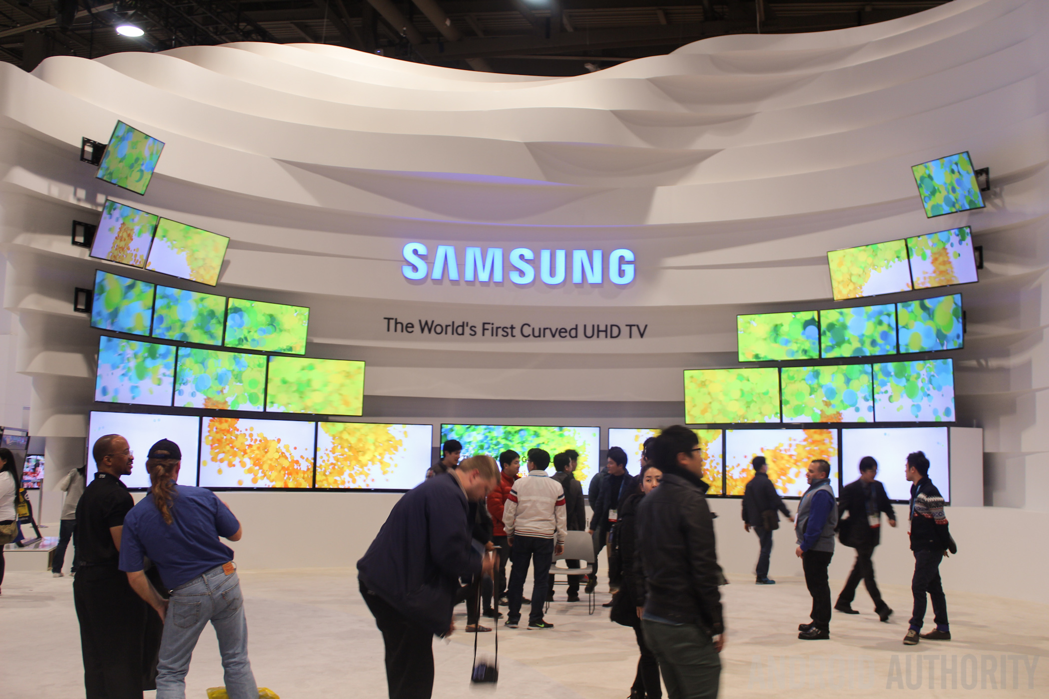 CES 2014 Samsung Curved Flexible Displays-7