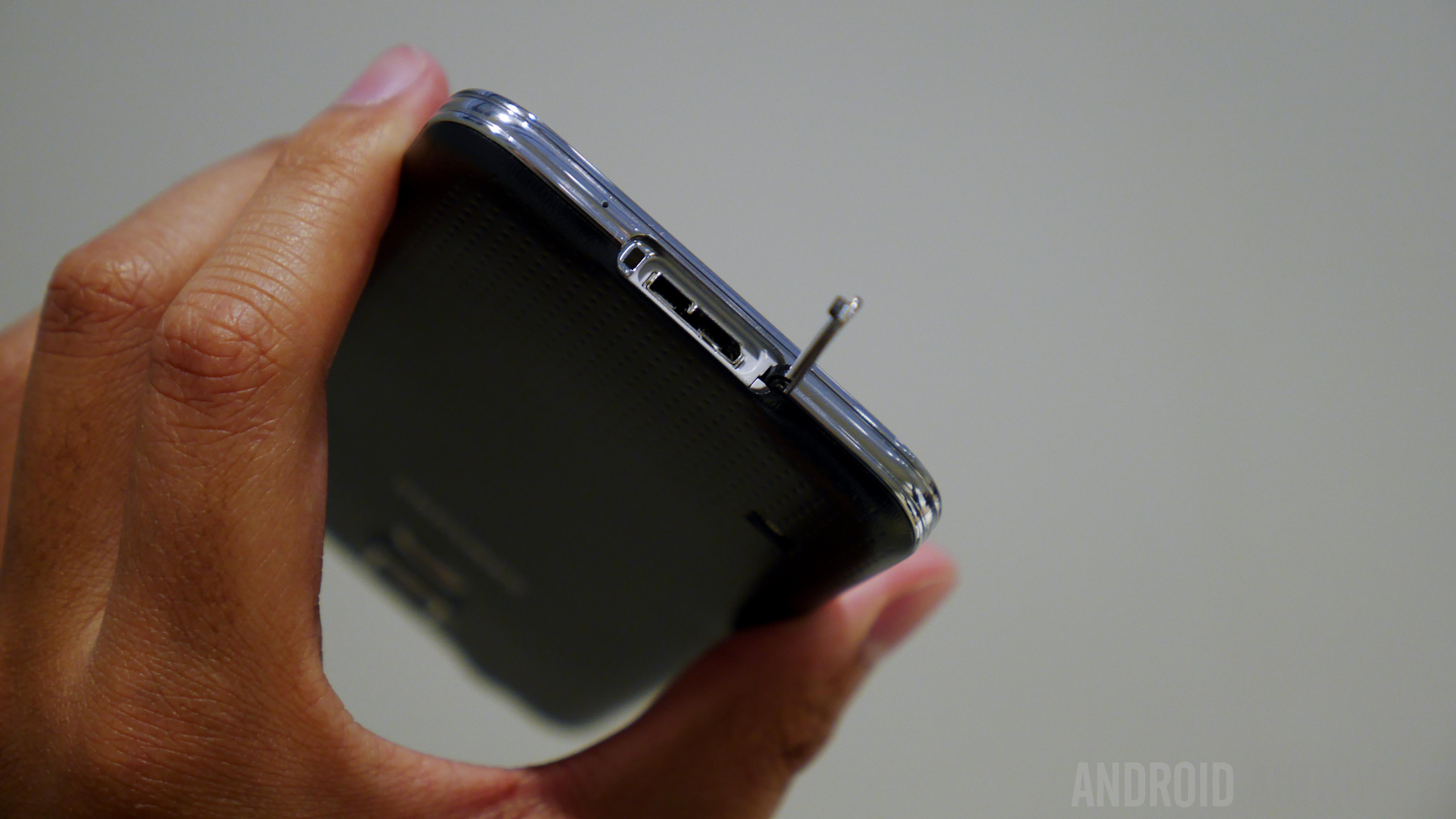 Samsung Galaxy S5 Hands on MWC 2014-1160070