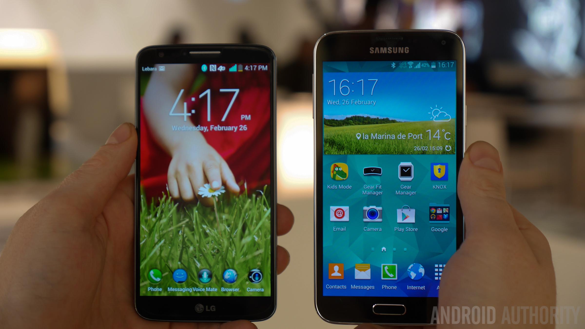 LG G2 vs Samsung Galaxy S5 Hands On -1160916