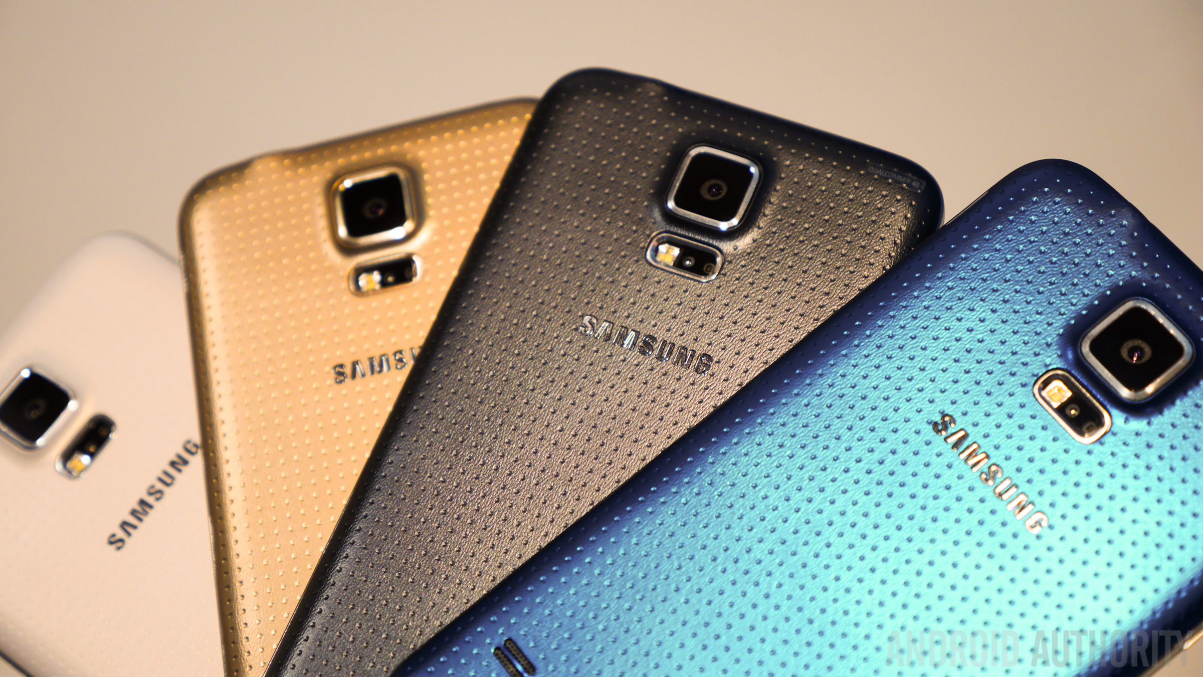 Samsung Galaxy S5 hands on color size vs all -1160803