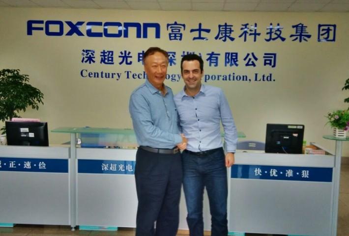 Hugo Barra poses with Foxconn CEO Terry Gou