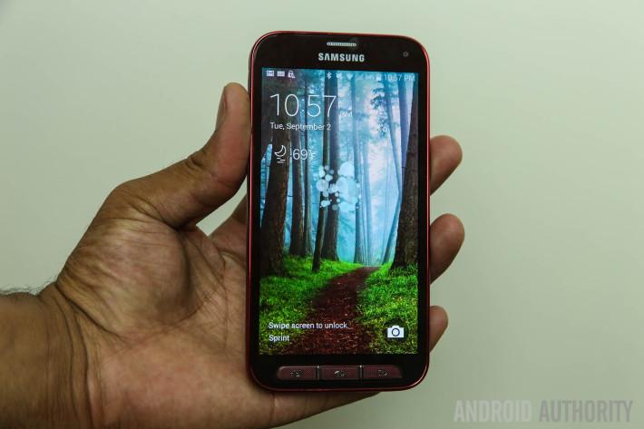 Samsung Galaxy S5 Sport Review Burgundy-15