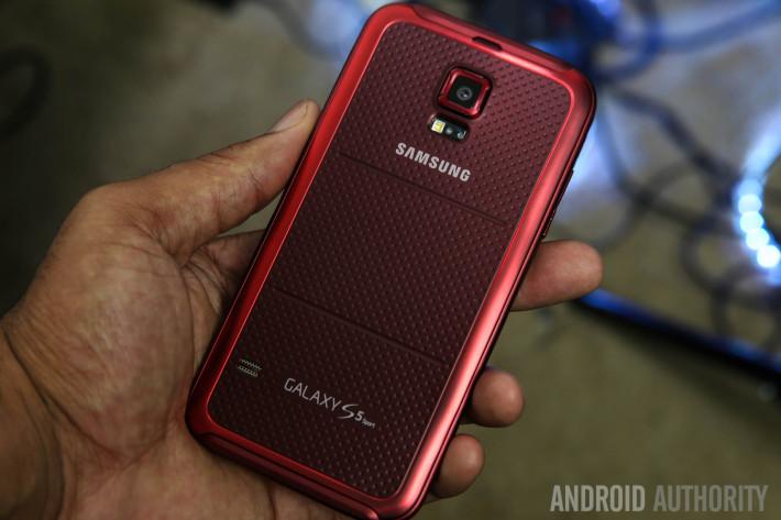 Samsung Galaxy S5 Sport Review Burgundy-17