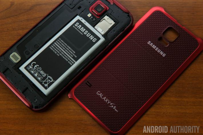 Samsung Galaxy S5 Sport Review Burgundy-4