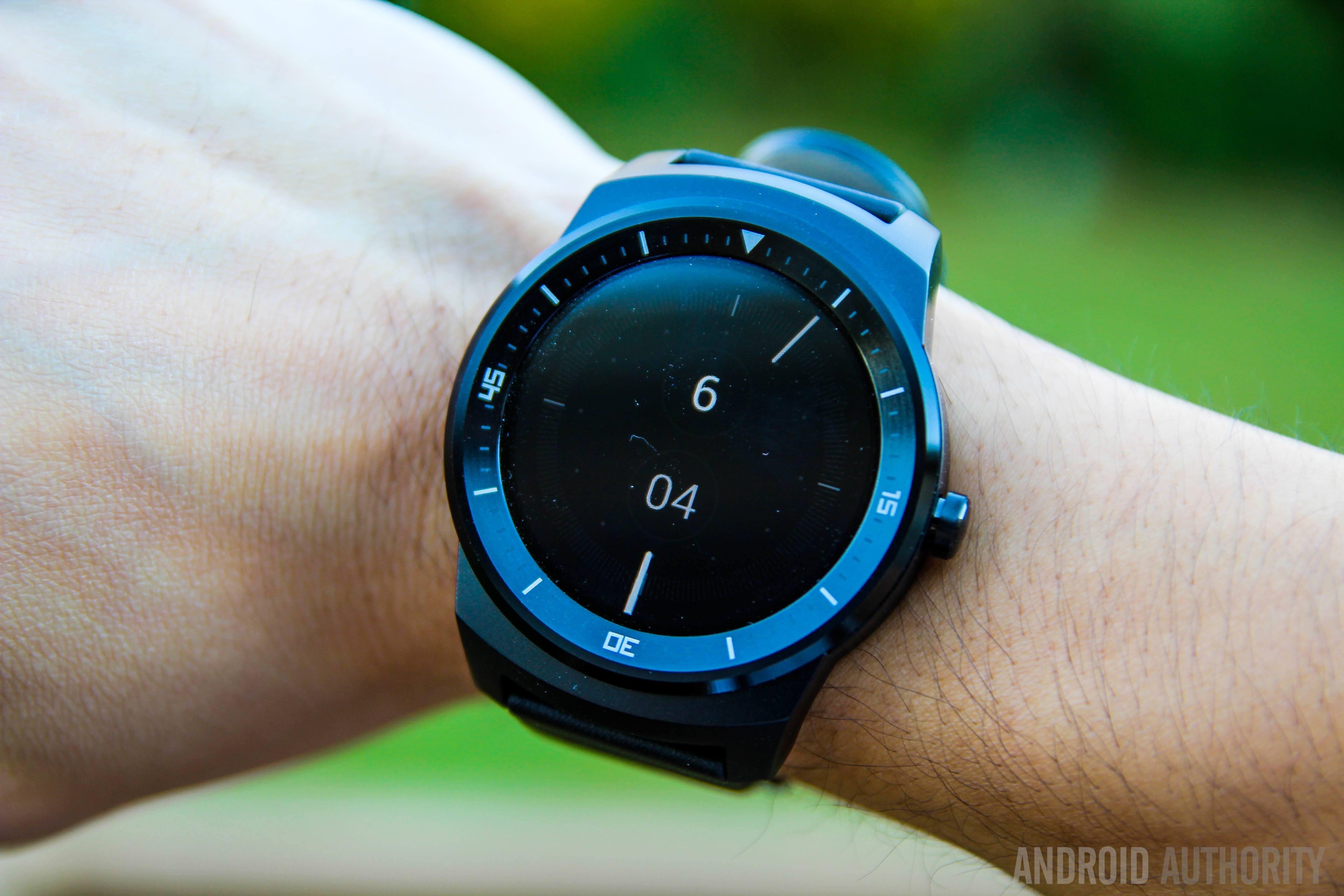 LG G Watch R hits Google Play, priced at $299
