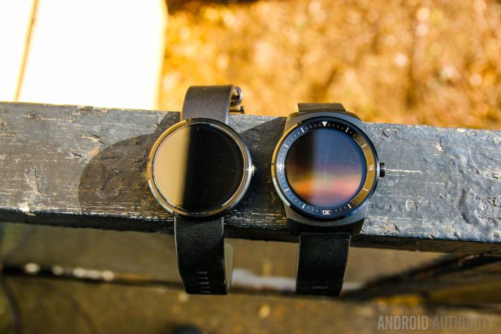 Moto 360 vs LG G Watch R-12