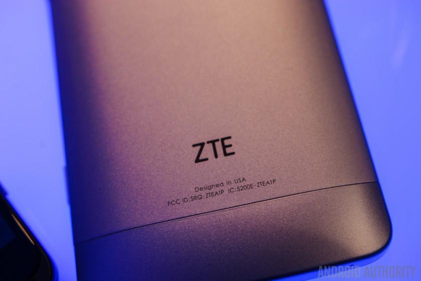 ZTE AXON Phone Hands On-19