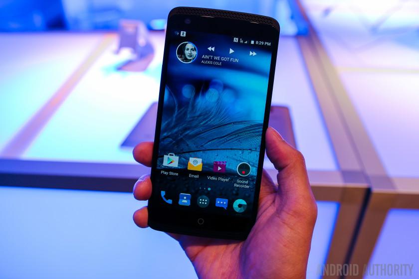 ZTE AXON Phone Hands On-2