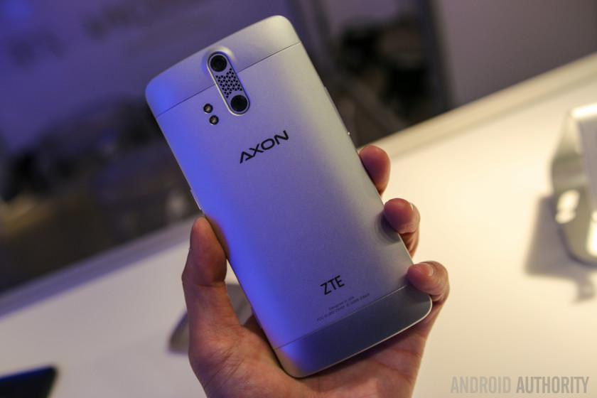 ZTE AXON Phone Hands On-27