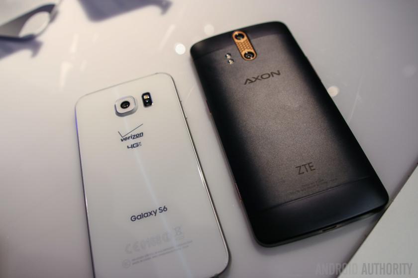 ZTE AXON Phone vs Samsung Galaxy S6 Quick Look-4