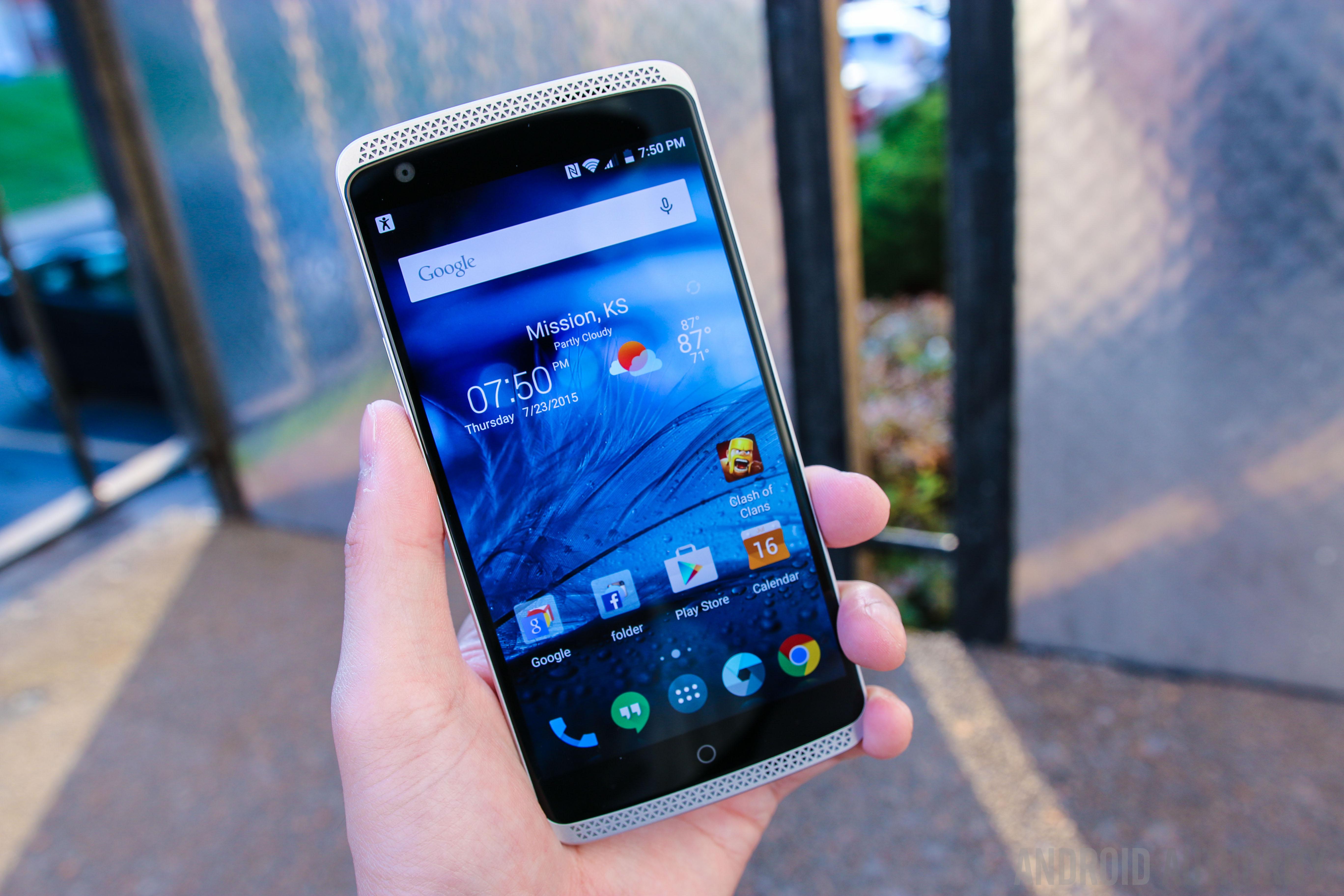 ZTE Axon Phone-4