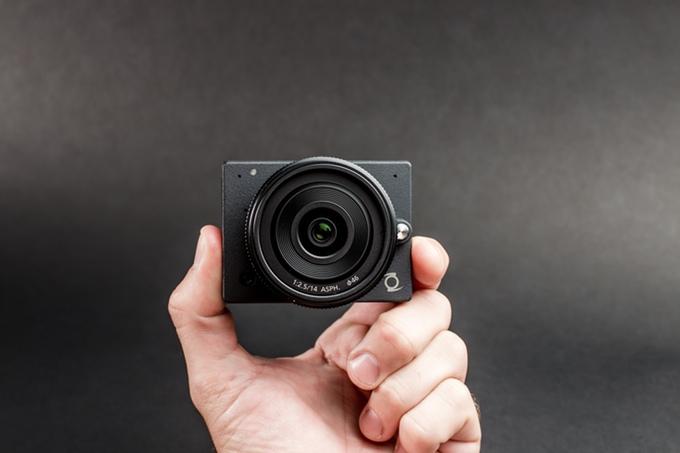z-e1-camera-1