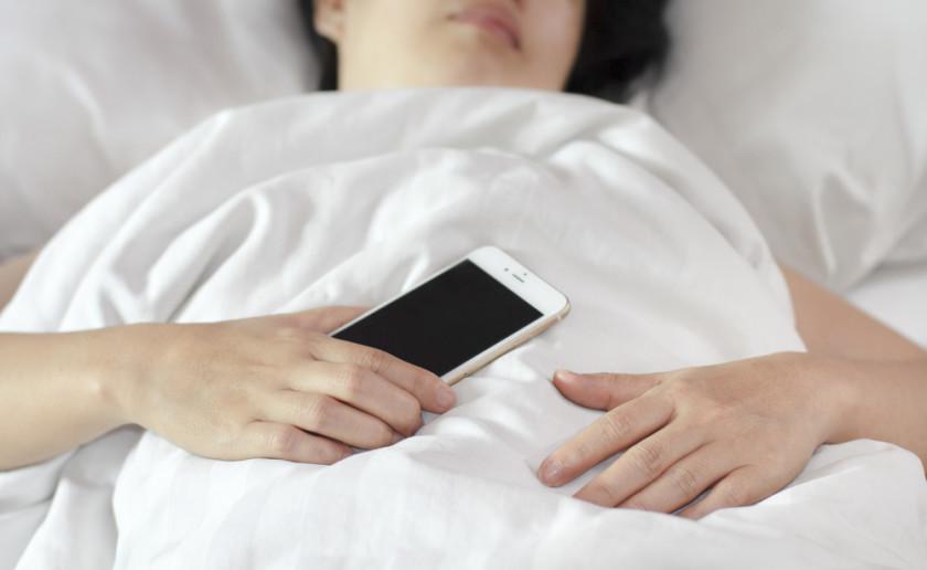 Tokeo la picha la sleeping while using phone