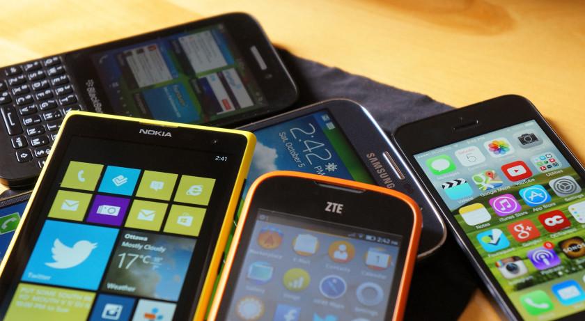 http://cdn01.androidauthority.net/wp-content/uploads/2015/12/smartphones-apple-samsung-windows-840x461.jpg
