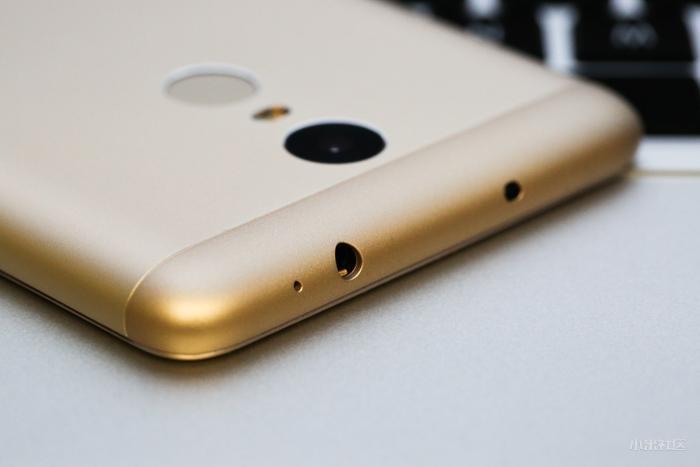 Xiaomi Redmi Note 3 Pro top