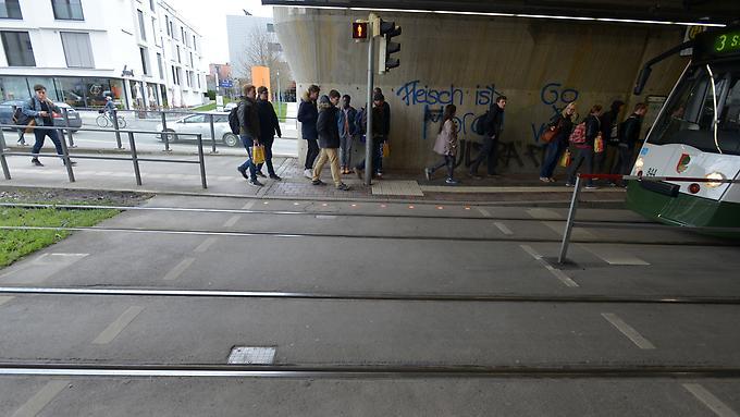 2016-04-19-Lichtsignal-Boden-Haunstetter-Strasse-1