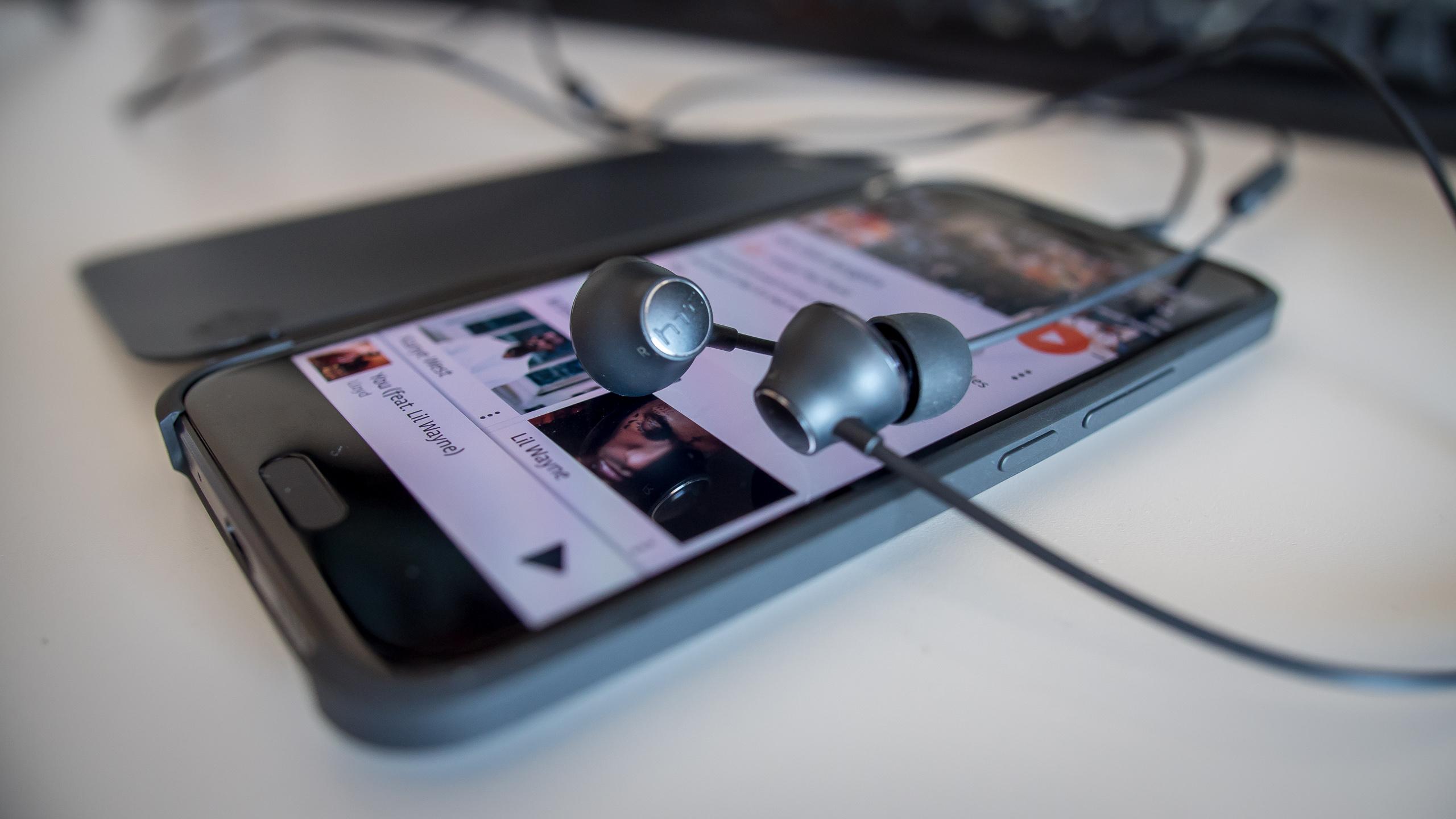 htc 10 hi-res headphones earbuds aa (9 of 12)