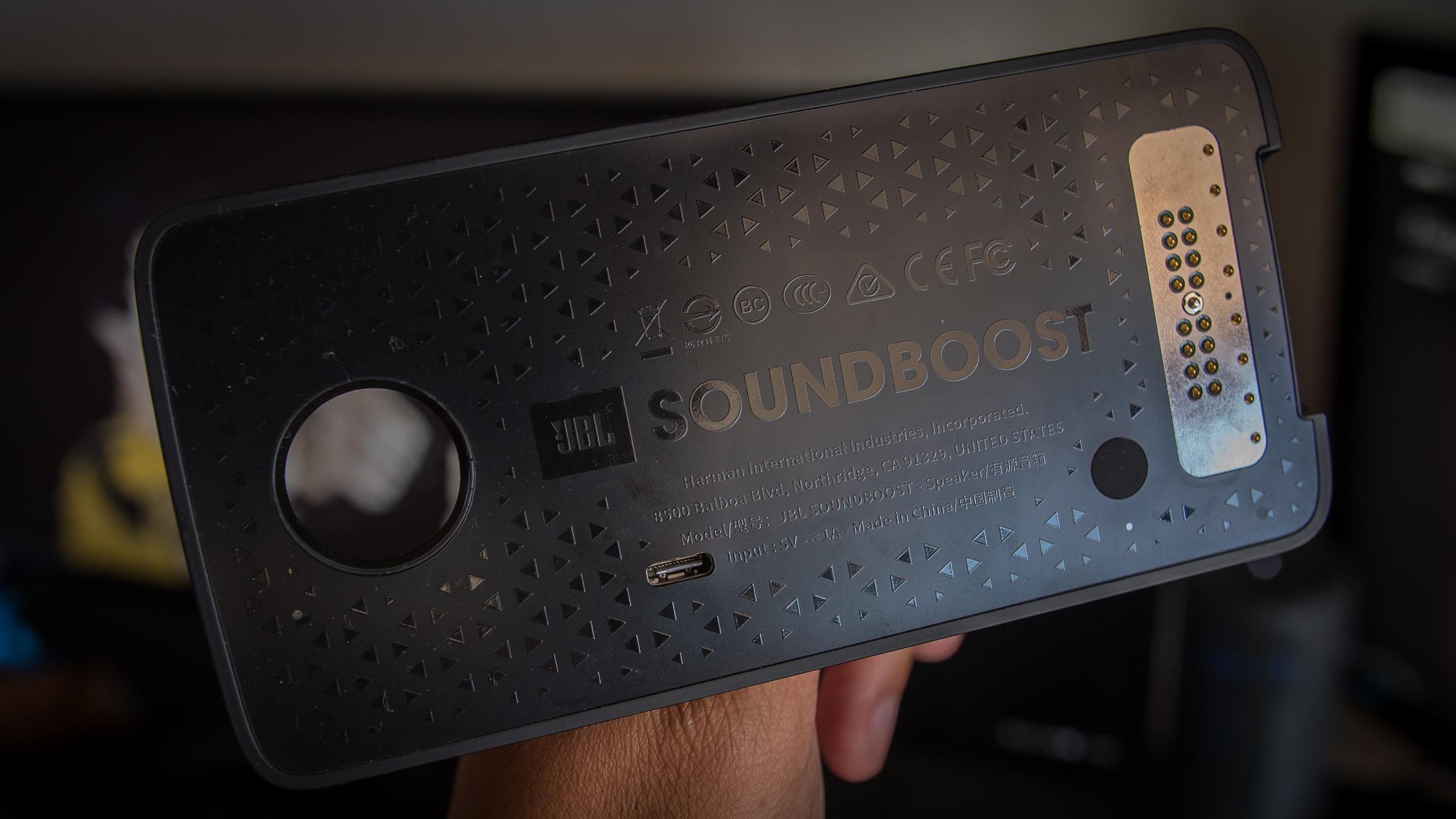 moto mods review soundboost speaker aa (3 of 5)