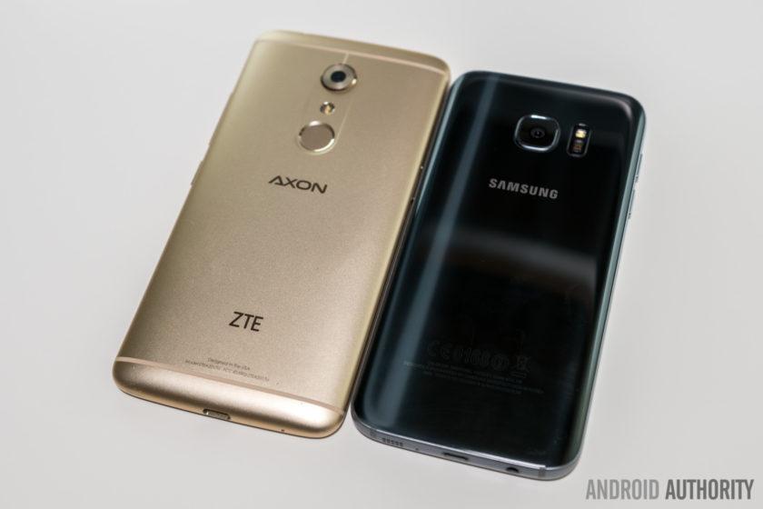 Axon 7 vs Galaxy S7-16 (backs side angle sitting)
