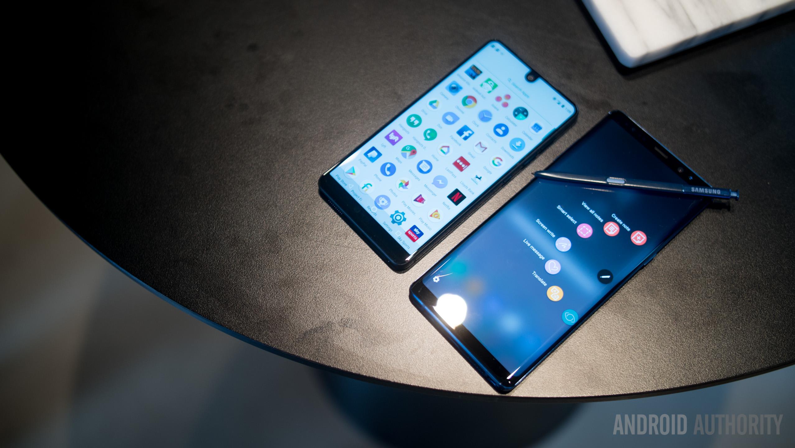Samsung Galaxy Note 8 vs Essential Phone