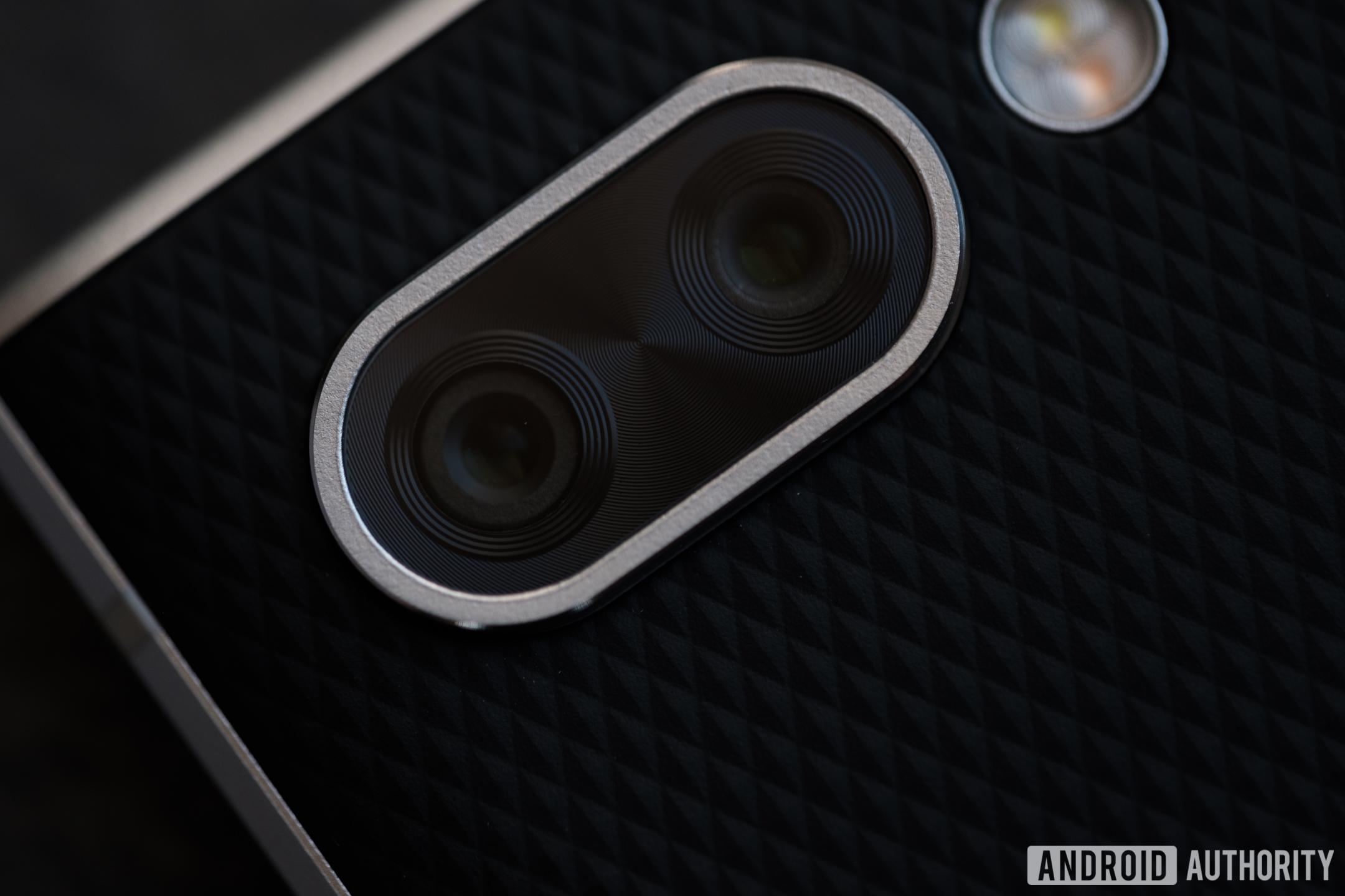 blackberry key2 review cameras