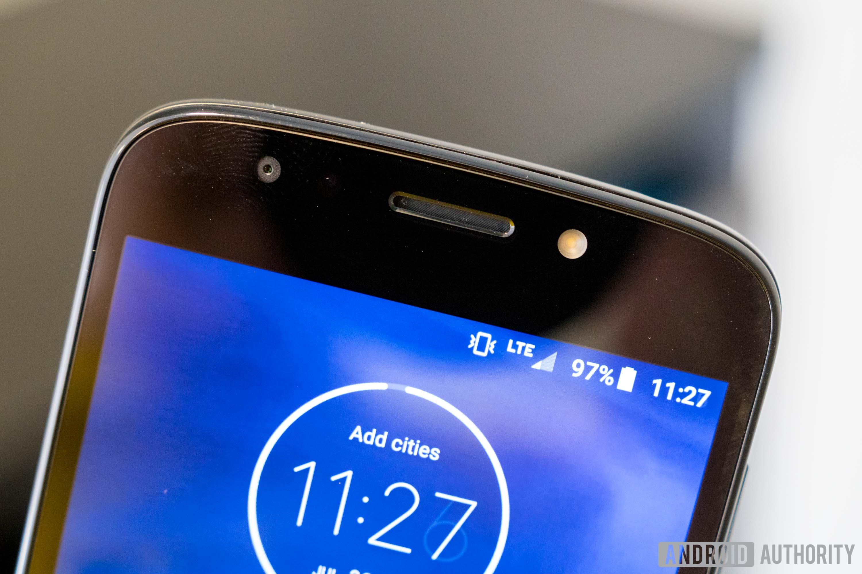 Motorola Moto E5 Play speaker and front-facing camera and flash, Moto E5 Play review