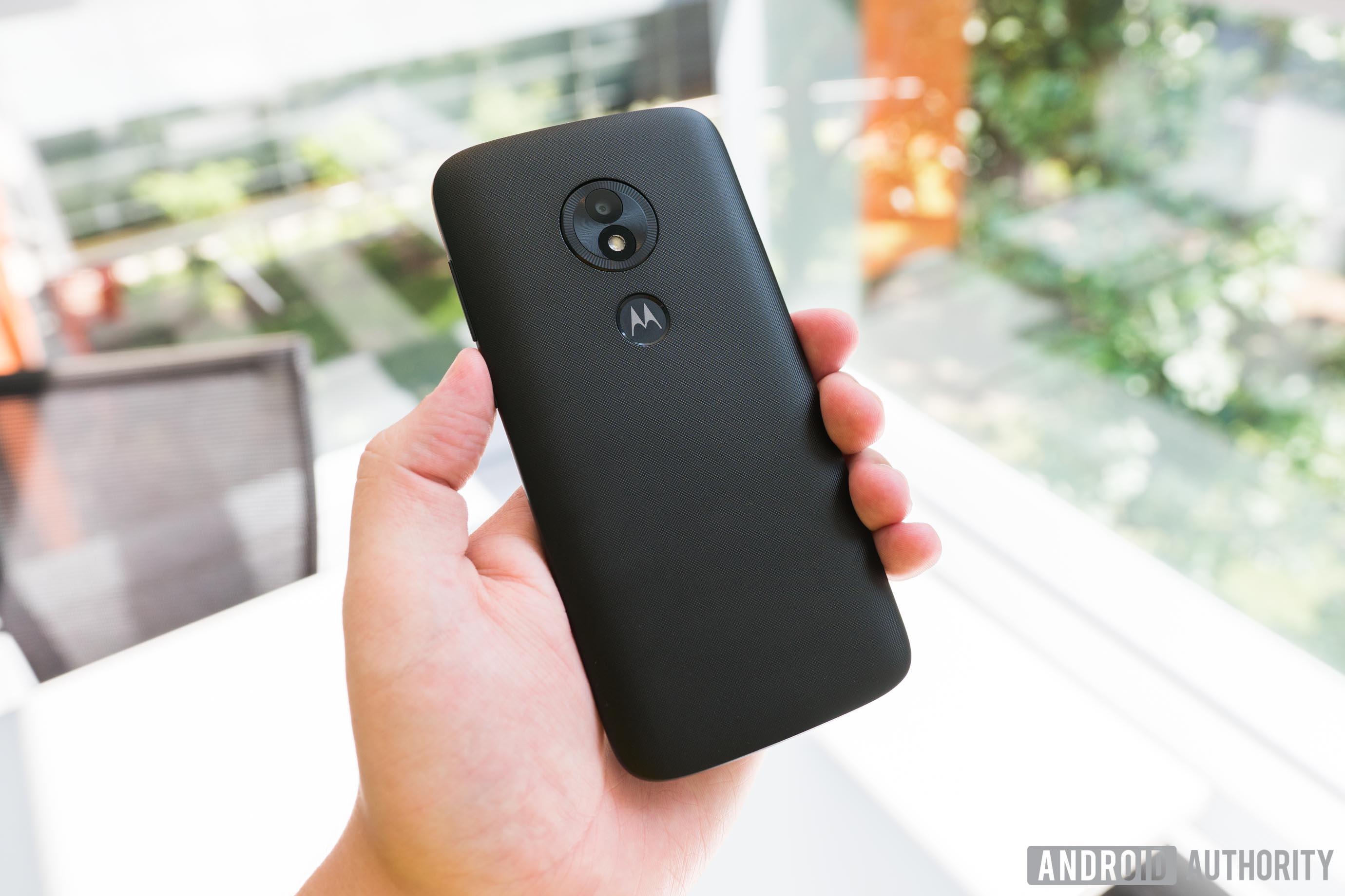 Motorola Moto E5 Play Rear Cover Design, Moto E5 Play review