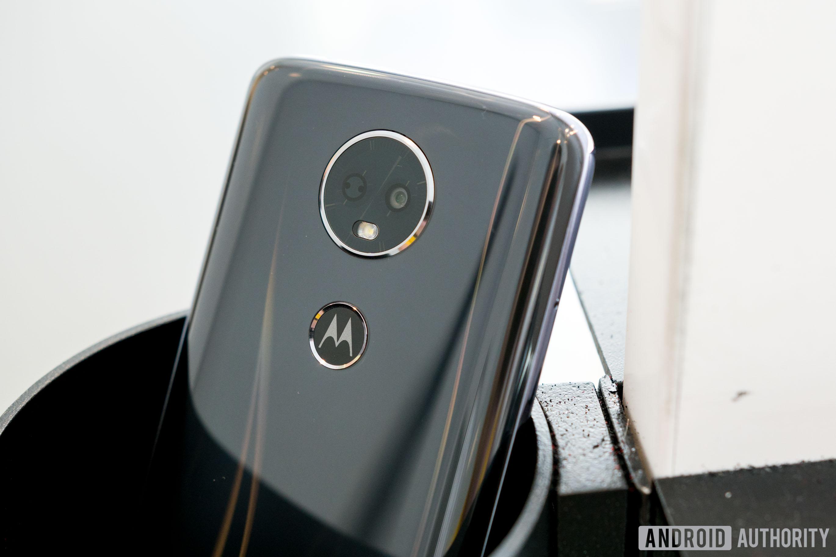 Motorola Moto E5 Plus Camera Lens and Moto Dimple Design, Moto E5 Plus review