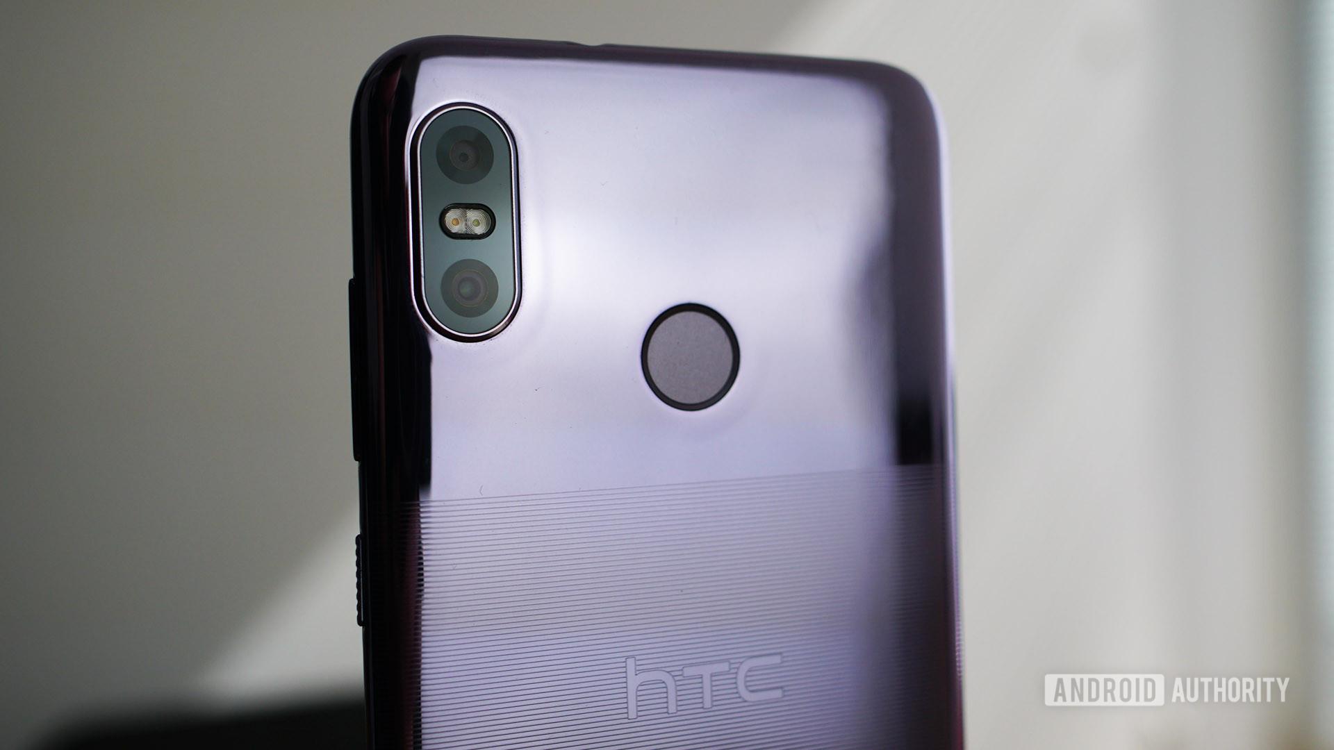 HTC U12 Life camera closeup