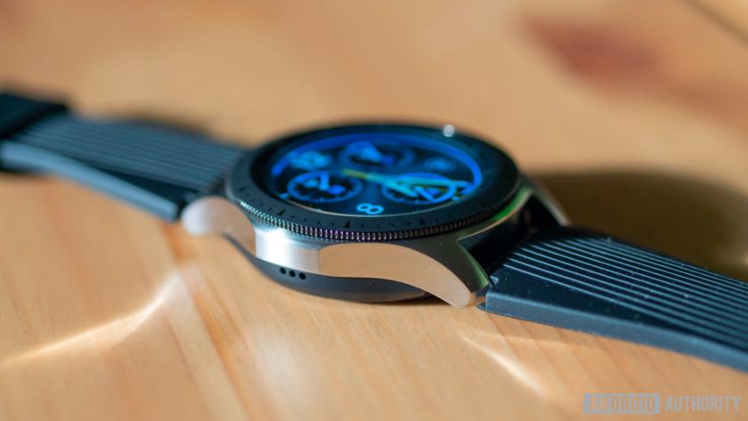 samsung galaxy watch screen showing time analog mode