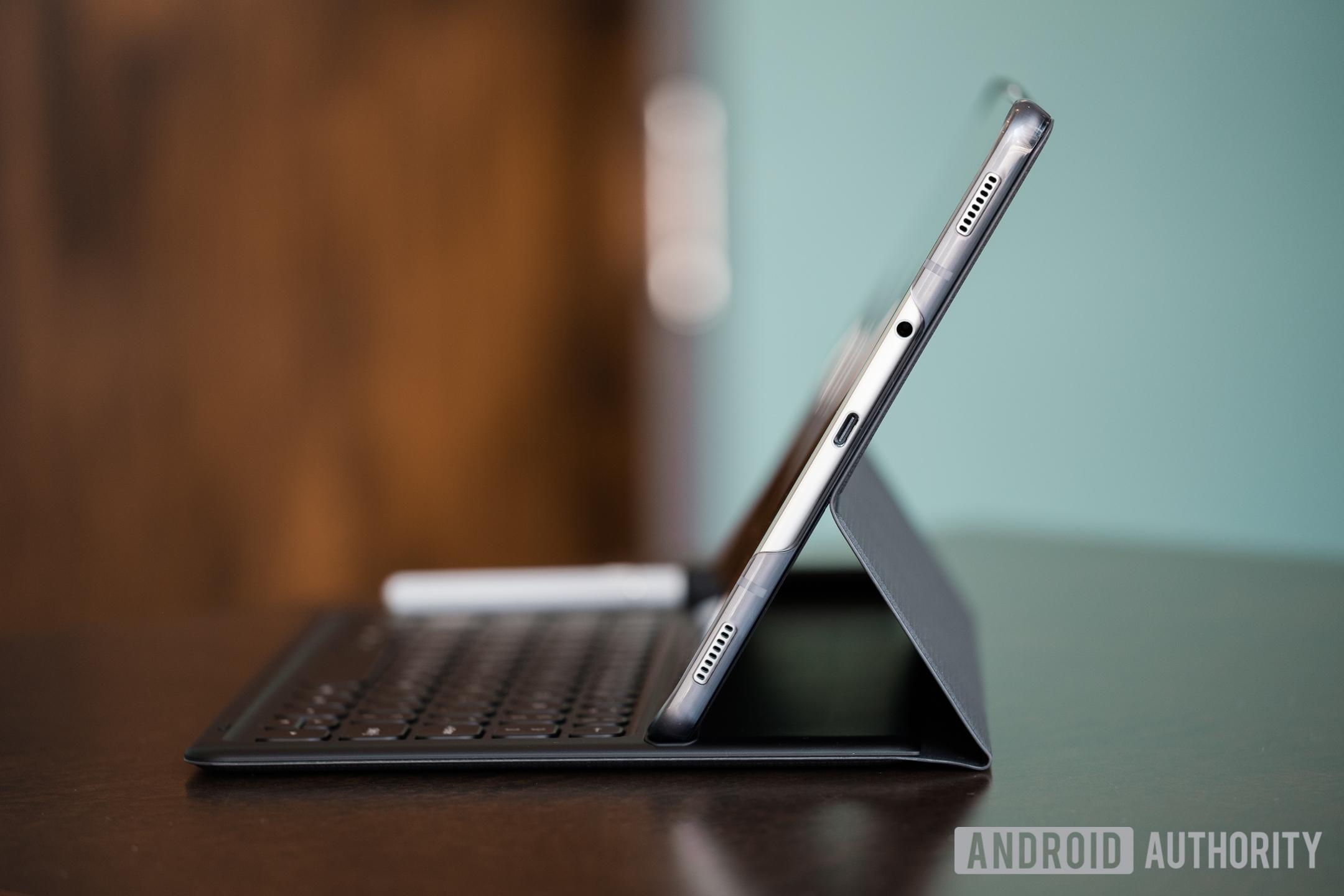 Samung Galaxy Tab S4 side view
