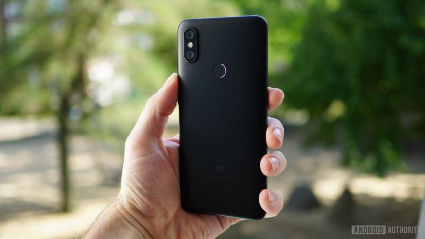 Xiaomi Mi A2 back in hand