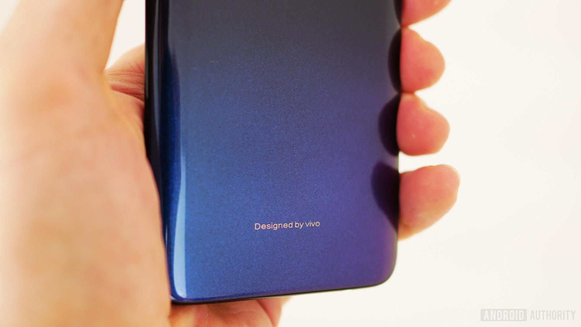 Vivo V11 review - gradient closeup blue