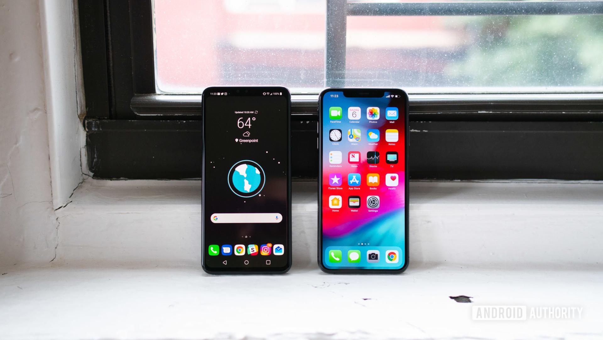 LG V40 vs iPhone XS Max display