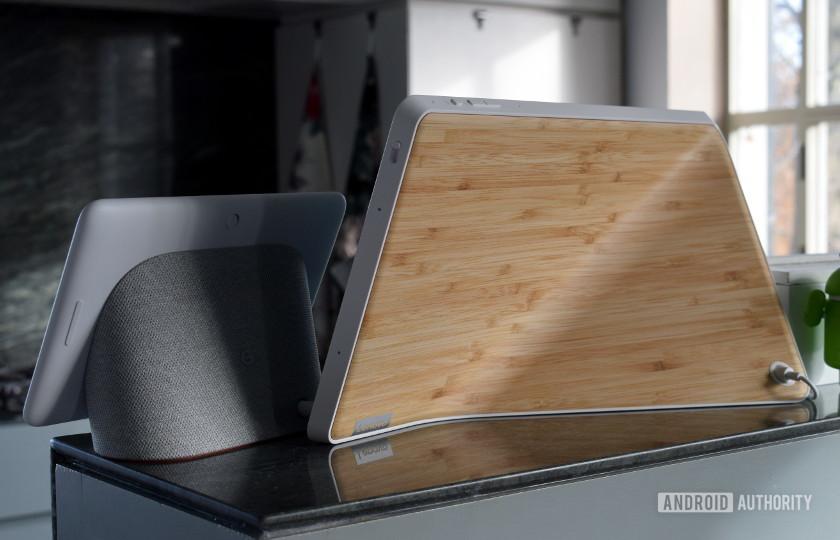 Google Home Hub vs Lenovo Smart Display back design