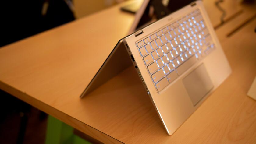 Asus Chromebook Flip - flipped keybord side at CES 2019