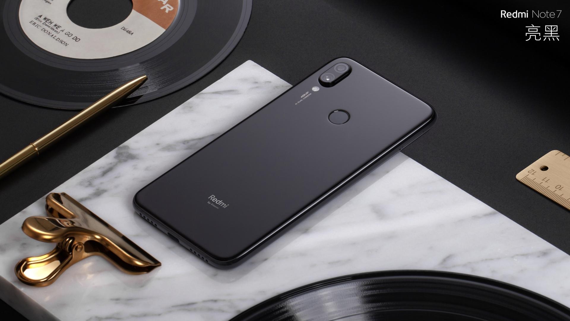 A black Redmi Note 7.
