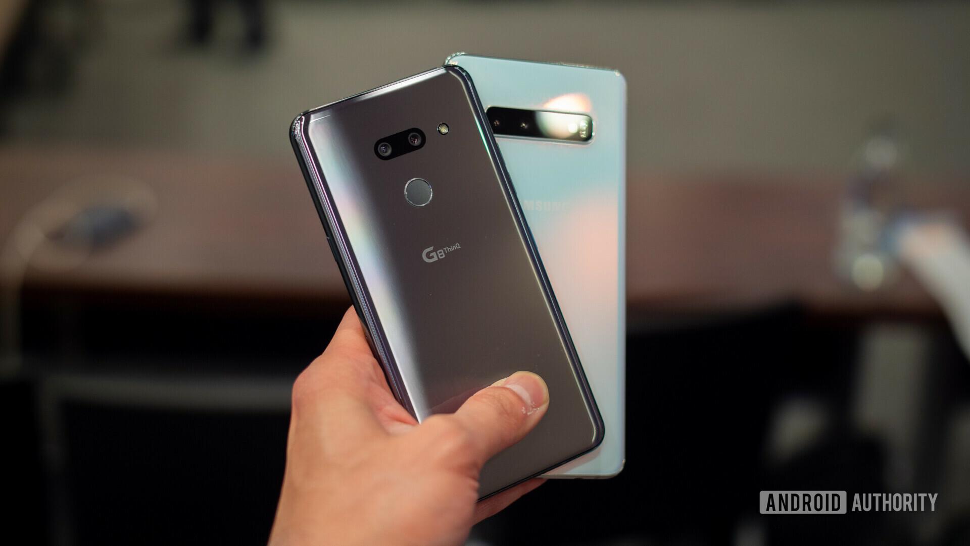 LG G8 Thinq VS三星Galaxy S10后面板