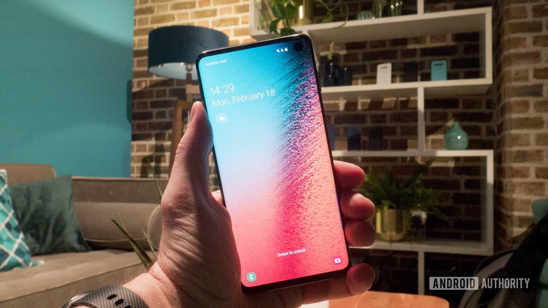 Samsung Galaxy S10 Front Homescreen