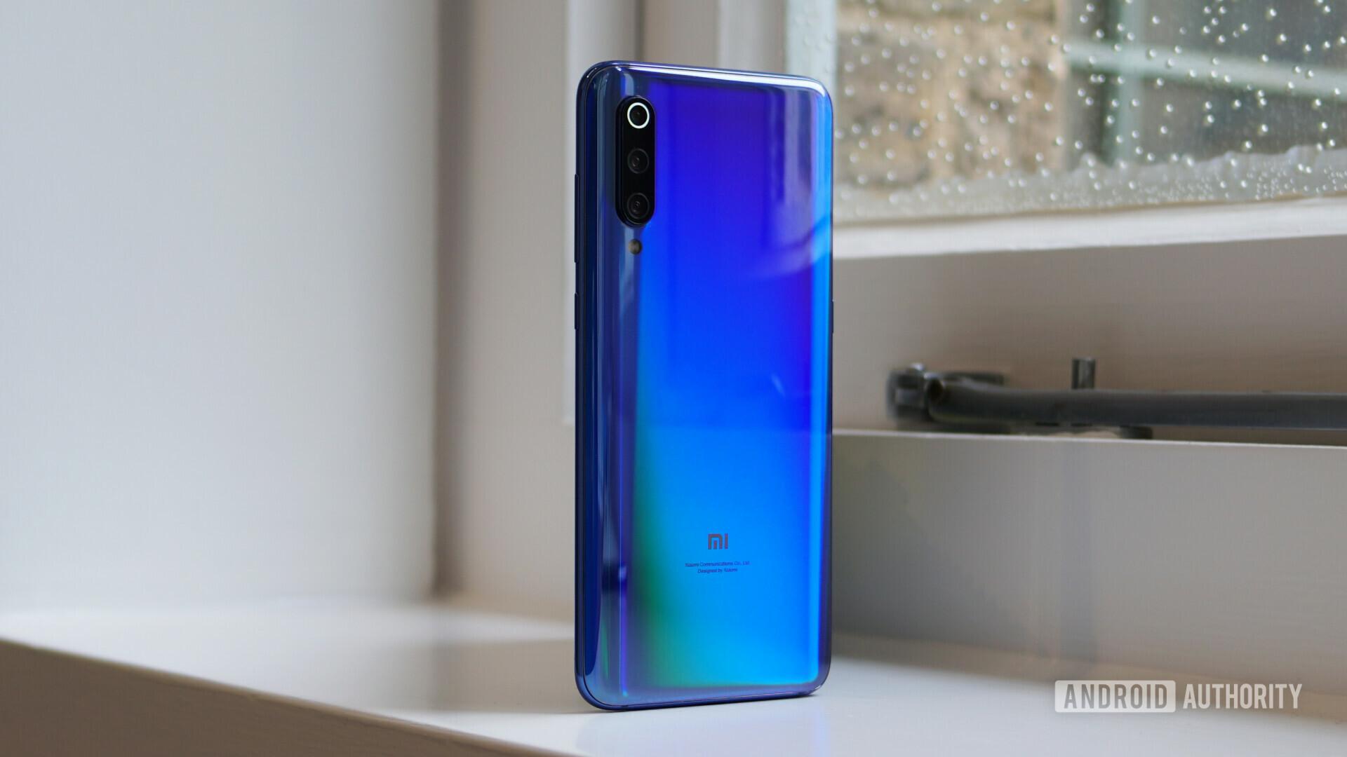 Xiaomi Mi 9 blue back angle