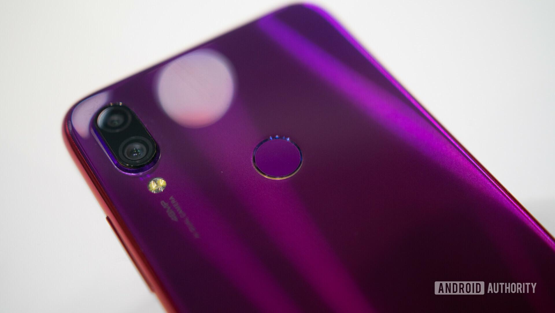 Backside photo of the Xiaomi redmi Note 7 focusing on the dual cameras and fingerprint sensor.