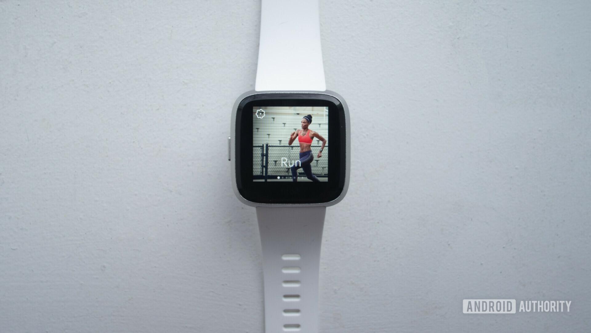 fitbit versa lite smartwatch run screen exercise