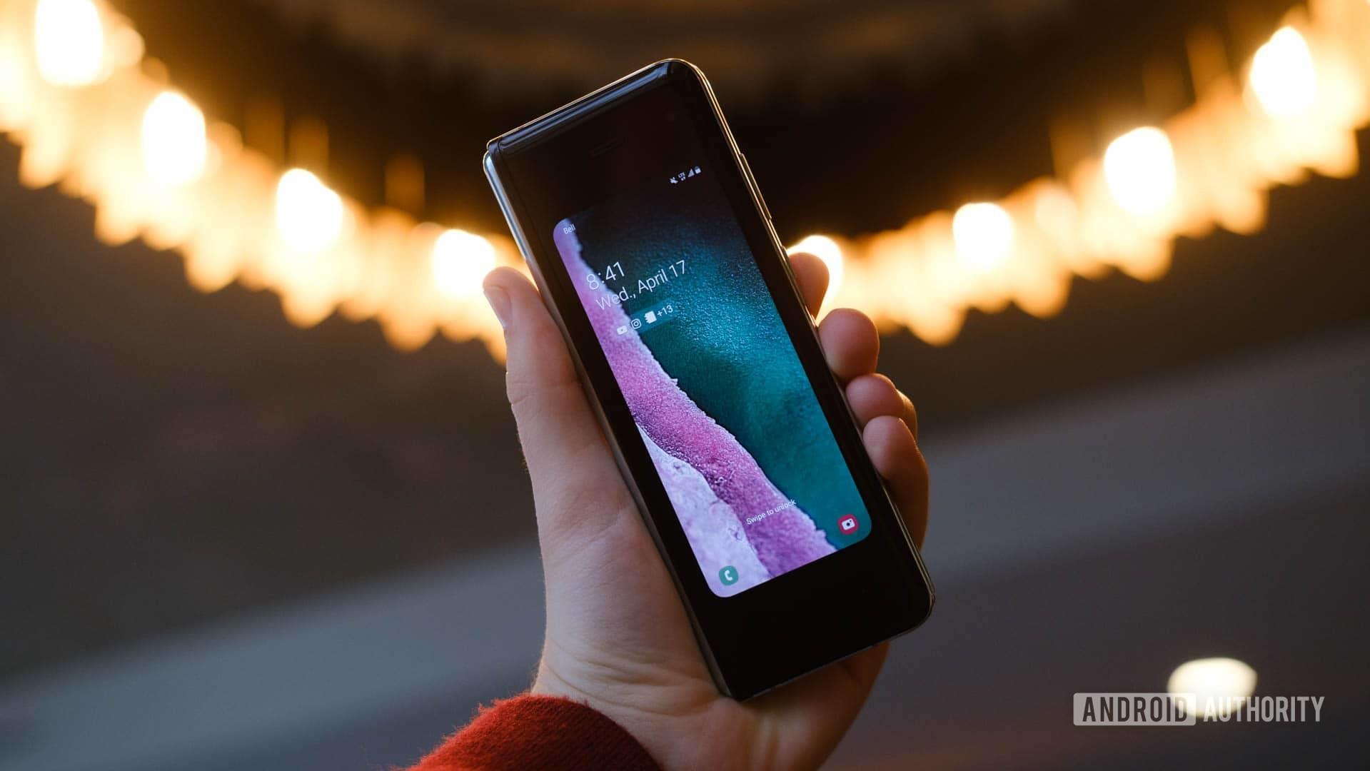 Samsung Galaxy Fold small screen mode