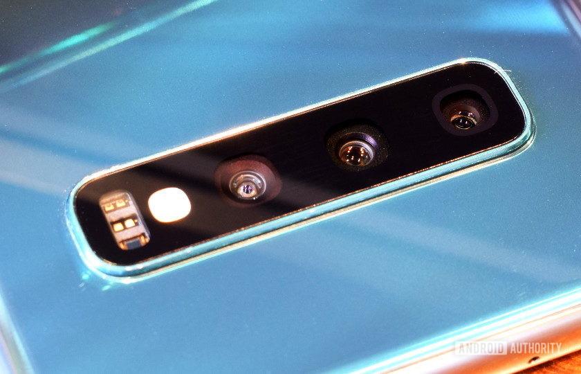 Samsung Galaxy S10 camera lens close up