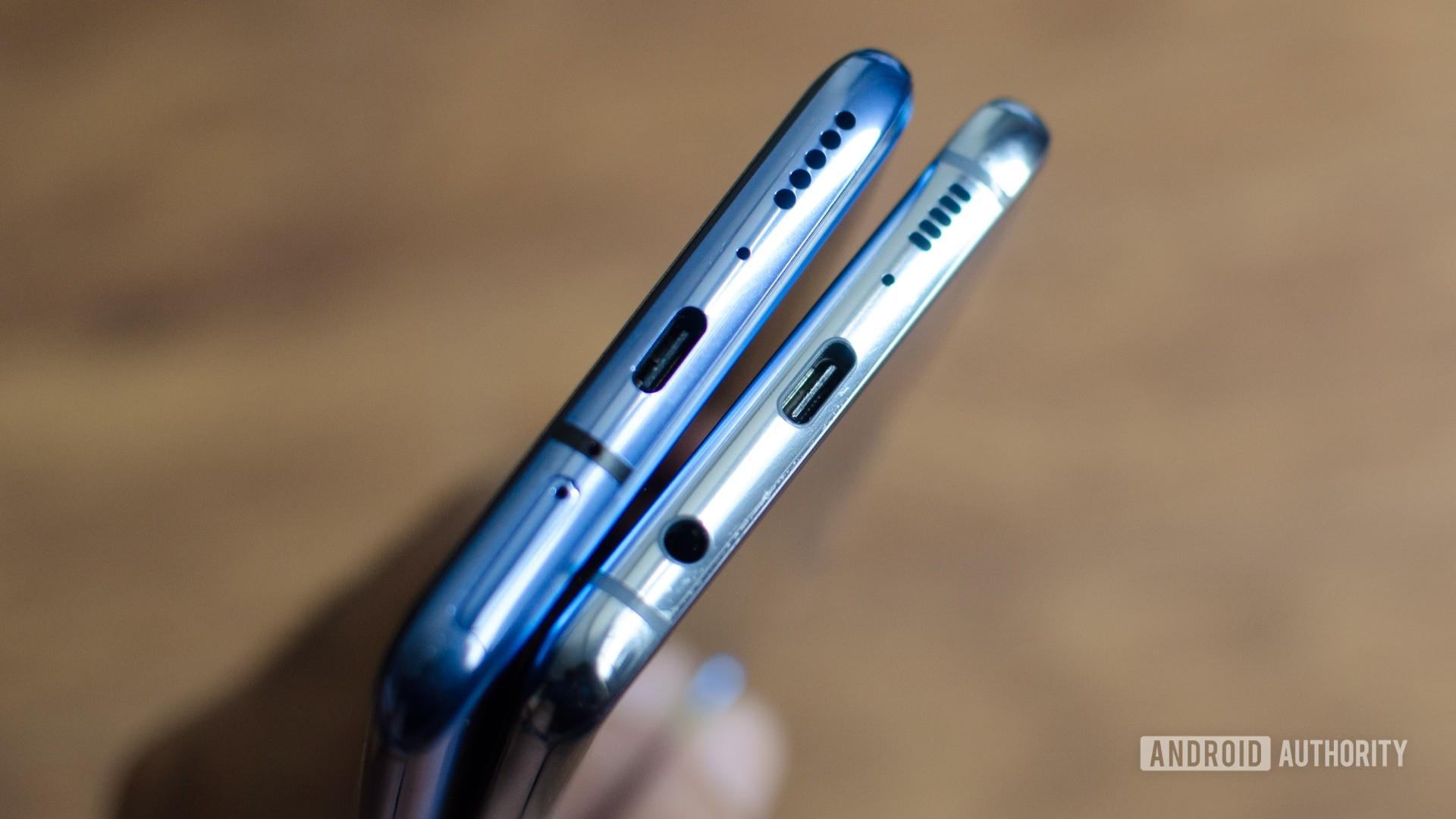 OnePlus 7 Pro vs Galaxy S10 Plus USB C port and headphone jack