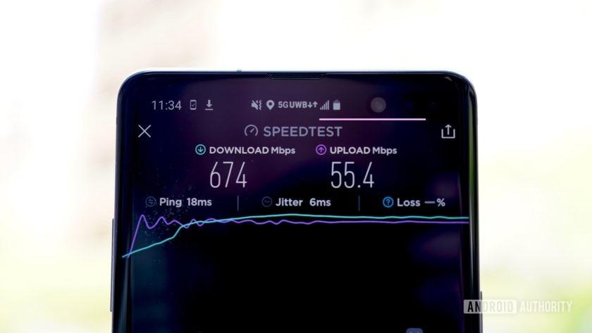 5G uk speedtest on a smartphone