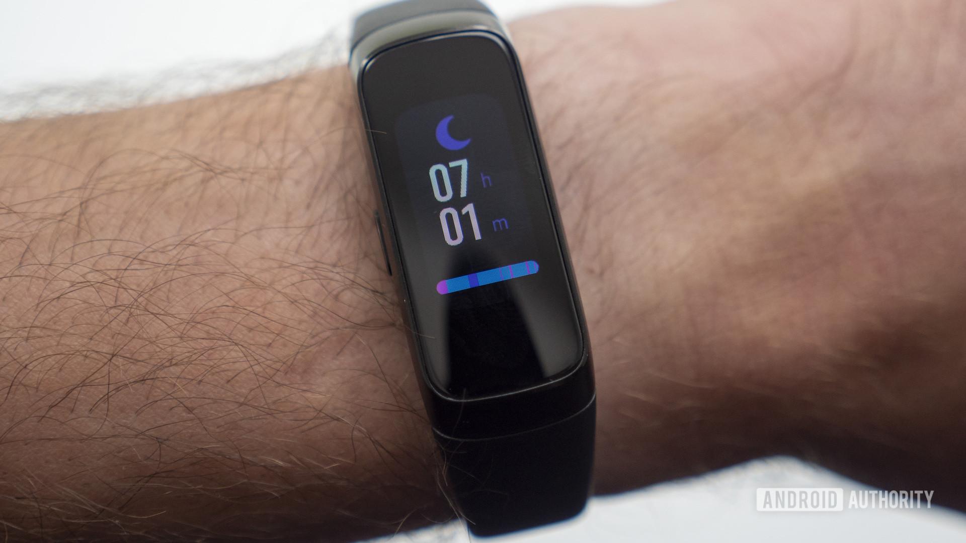 samsung galaxy fit on wrist sleep tracking